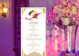 Mariage oriental 1001 nuits - menu blanc or et violet Bollywood sur tapis volant comme Aladdin et Shéhérazade. Portraits dessin caricature blanc or et violet Bollywood - chic vintage et romantique.
