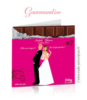 Faire-part de mariage original romantique gourmand vintage chic - dessin d'après photos. Couple de mariés dos à dos Pretty woman sur une tablette chocolat rose fuschia gourmandise chic drôle