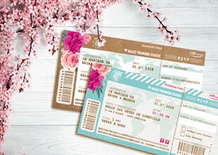 Billet avion mariage original thème fleurs nature roses bleu poudré vintage et graphique. Invitation kraft bohème chic vintage et romantique