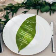 menu original en forme de feuille pour un mariage champêtre - bohème chic - découpé à la forme © www.studio-postscriptum.fr