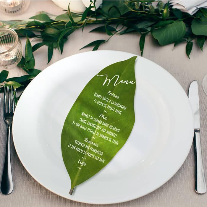 menu original en forme de feuilles pour un mariage champêtre - bohème chic - campagne découpé à la forme