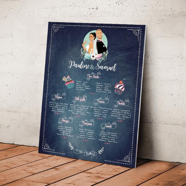 Plan de table de mariage original thème gourmandise - cupcake, chocolat, macaron, bonbons Couple en dessin d'après vos photos sur fond ardoise vintage, écriture craie tableau ardoise. Création : studio postscriptum.