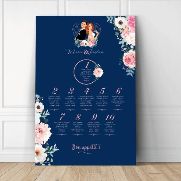 Plan de table de mariage original thème bohème chic romantique Couple en dessin d'après vos photos sur fond bleu foncé klein nuit avec fleurs des champs pastel blanc et rose pale pastel Création : studio postscriptum.