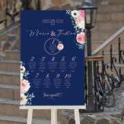 Plan de table de mariage romantique, original et chicsur fond bleu nuit foncé avec fleursvieux rose poudré pastel corail - sur mesure © www.alpagart.fr